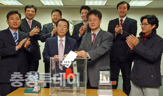 대전충남기자협회 이웃돕기 성금 전달