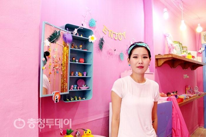 청주 예술작가 작품 위탁판매소 '외롭고 웃긴 가게' 화제
