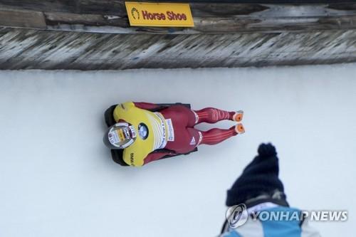 ▲ epa06433259 Sungbin Yun from South Korea in action during the Men's Skeleton World Cup in St. Moritz, Switzerland, 12 January 2018.  EPA/URS FLUEELER