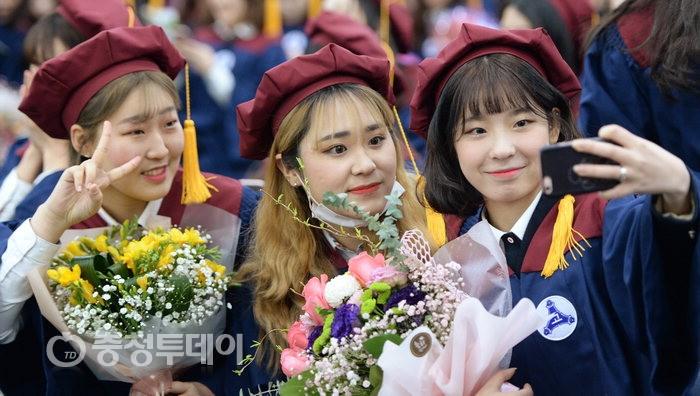 꽃보다 '청춘'…대전 유성여고 졸업식