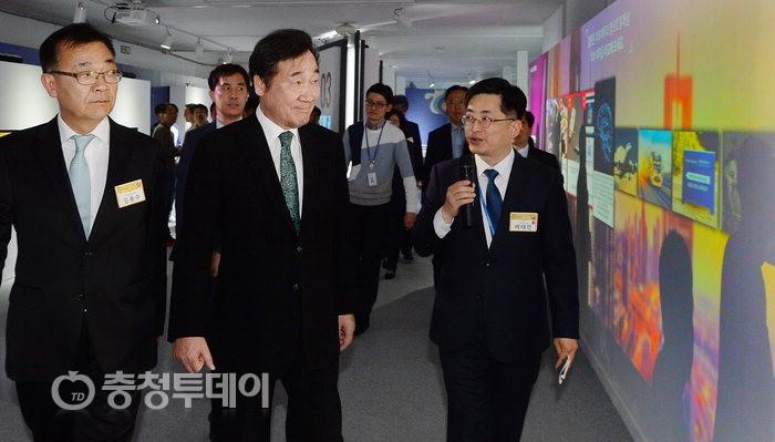 """이낙연 총리 대전 방문…""""기초연구 투자 늘릴것"""""""