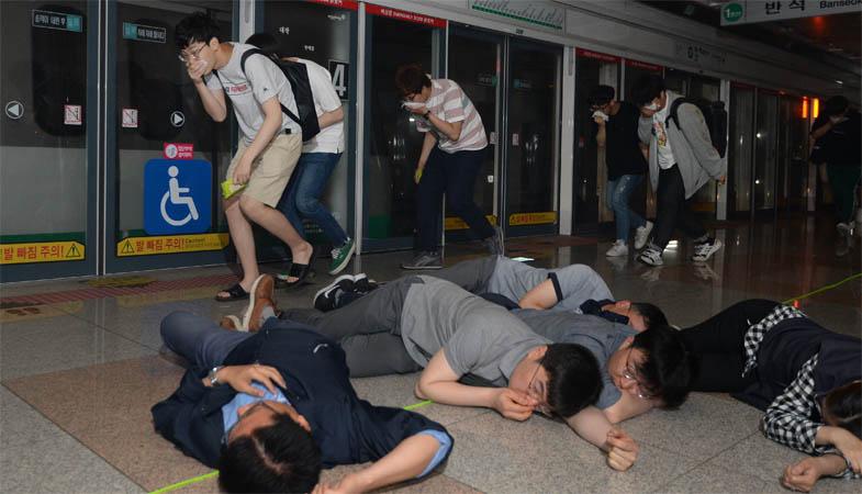 1면-지하철대피훈련2.jpg