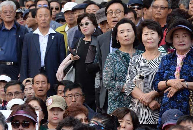 슬라이드뉴스1-유세현장유권자.jpg
