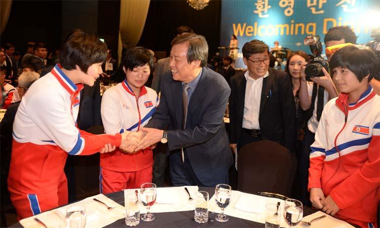 1면-남북탁구선수2.jpg