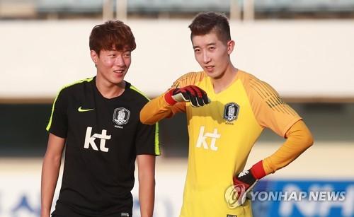 ▲ U-23 축구대표팀의 황의조(왼쪽)와 조현우.[연합뉴스 자료사진]