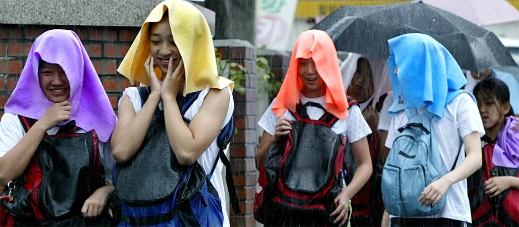 우산 대신 타월이라도…