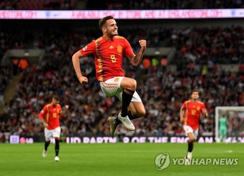 ▲ 스페인 사울 니게스(가운데)가 9일(한국시간) 영국 런던 웸블리 스타디움에서 열린 네이션스리그A 4조 첫 경기 잉글랜드전에서 골을 넣은 뒤 기뻐하고 있다. [로이터-연합뉴스]