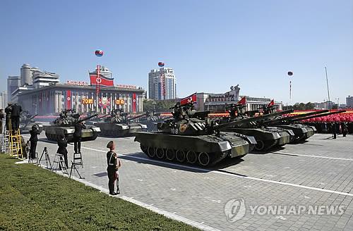▲ (평양 AP=연합뉴스) 9일 북한 평양 김일성 광장에서 열린 북한 정권수립 70주년(9·9절) 기념 열병식에서 인민군 탱크부대가 지나가고 있다.     열병식에 대륙간탄도미사일(ICBM)은 등장하지 않았다고 AFP 통신 등 외신이 보도했다.