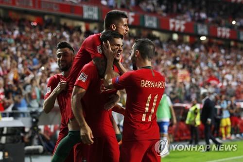 ▲ 포르투갈 선수들이 안드레 시우바(가운데)의 결승골을 축하하고 있다.(EPA=연합뉴스)