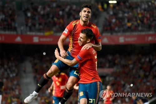 ▲ 스페인 대표팀의 마르코 아센시오(왼쪽)가 골세리머니를 펼치고 있다.(EPA=연합뉴스)