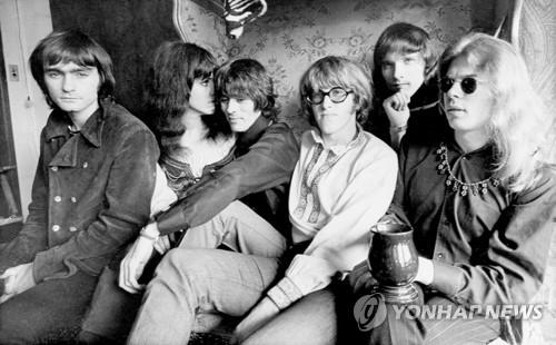 ▲ 1968년 제퍼슨 에어플레인의 마틴 발린(가장 왼쪽)과 그레이스 슬릭(왼쪽에서 2번째)등. [AP=연합뉴스 자료사진]
