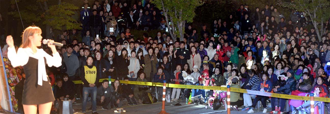 제16회 아줌마대축제, 홍진영, 신계행 등 열정적 축하공연