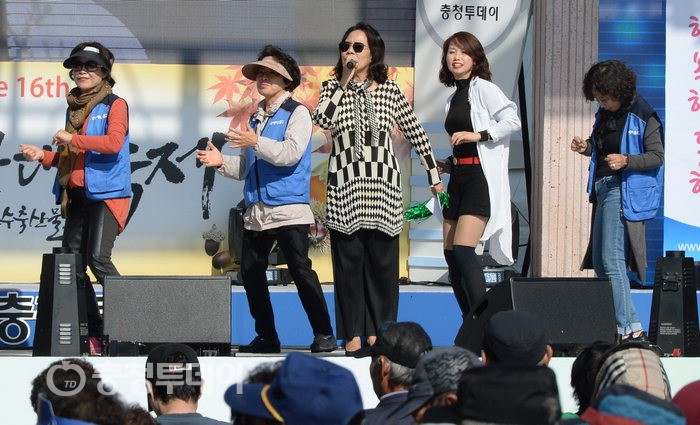 [아줌마대축제] 어울림한마당,13팀 솜씨 뽐내…스트레스가 '싸악~'