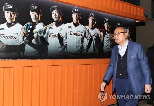 김승연 회장, 대전구장에서 한화 이글스 11년 만의 PS 관전