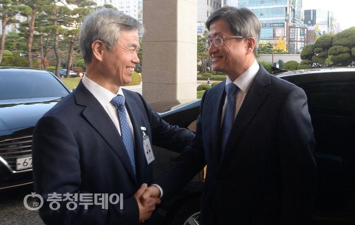 """대전 찾은 대법원장… """"현장 목소리 들으러"""""""
