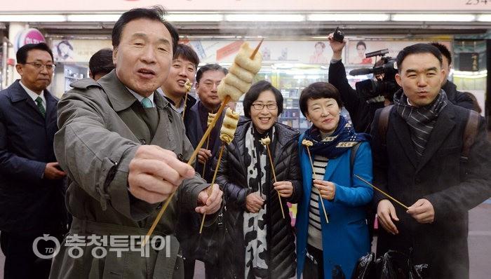 """대전 온 손학규 """"좌 편향 문재인대통령 불통 안타까워"""" 혹평"""