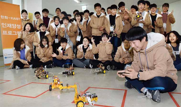 직접 만드는 로봇팔 RC카…샘솟는 흥미