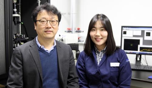 ▲ IBS 박정영 부연구단장(왼쪽)과 이현화 KAIST EEWS대학원 박사과정생 [IBS 제공=연합뉴스]