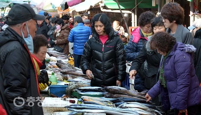 어느새 '설' … 북적이는 대전 중앙시장