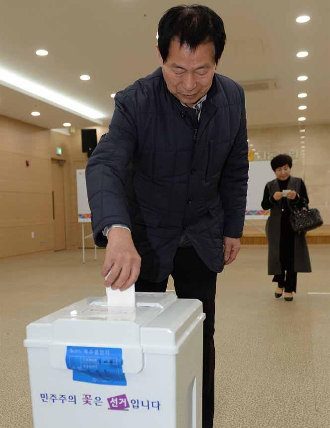5면-조합장선거투표2.jpg