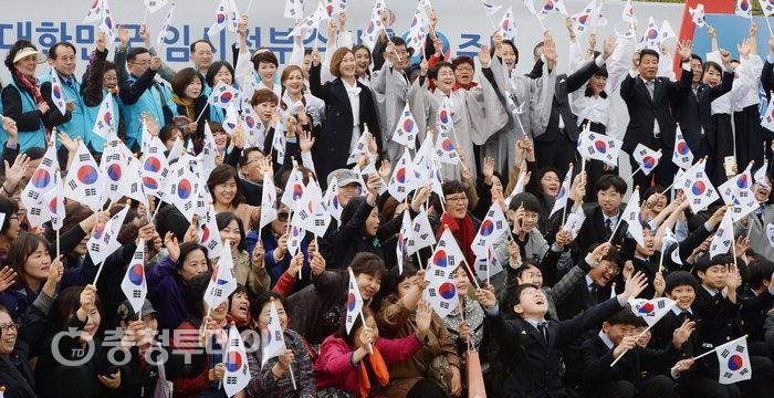 """""""임정 100년""""… 시민 환호"""