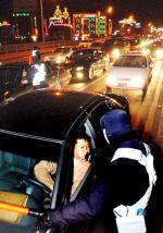 [르포]한밤중 '휘청이는 도로'