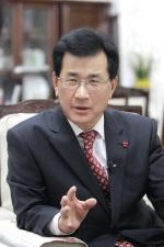"""[새해설계] 이시종 충북지사 """"경제성적표 뚜렷한 성과… 전국대비 4% 충북경제 가까워졌다"""""""