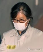 최순실 '경찰청장 인사청탁 의혹' 반박…영재센터 직원 추궁