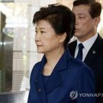 박근혜 前대통령 법원 도착…곧 영장심사 개시