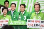 """安측 """"文아들 특혜채용 의혹 20가지 넘어…文 후보직 사퇴해야"""""""