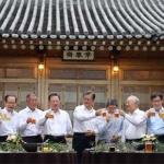 맥주잔 부딪히며… 허심탄회 정책 논의