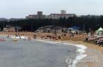 마지막 날까지 빗방울 뚝뚝…동해안 해수욕장 '썰렁한 폐장'