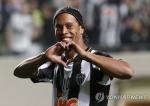 브라질 축구스타 호나우지뉴, 공식 은퇴 선언…고별 투어 계획
