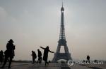 테러로 위축된 프랑스 파리 관광경기 다시 '활기'