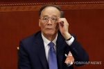 '시진핑 오른팔' 왕치산 복귀…국가 부주석에 선출