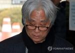 """'극단원 성폭력' 이윤택 구속…법원 """"범죄 중대해 도망 염려"""""""