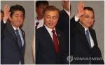 문대통령, 일본 도착…한중일 '삼각 외교전' 돌입