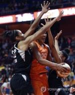 박지수, WNBA 데뷔전에서 15분 뛰고 6점·3리바운드