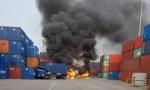 서산 대산항내에서 탱크로리와 컨테이너 충돌로 화재