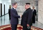 [남북정상회담] 한달 만에 '깜짝 만남'… 무슨 대화 나눴나