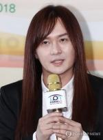 가수 김경호, 일본인 아내와 4년만에 이혼