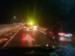 중부내륙고속도로서 양파 '와르르'…상행선 차량통제