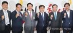 한국당, '최저임금 불복종' 소상공인 단체 방문