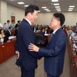 '의원 불패' 깨겠다던 야당…유은혜 청문회 시작부터 맹공