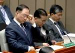 """야권 """"청와대 경제 투톱 교체… '회전문 인사'"""" 비난"""