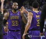 레이커스, NBA 성탄 매치서 골든스테이트에 완승