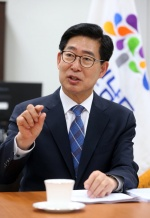 """양승조 충남지사 """"저출산 문제 해결·청년 일자리 창출…더 행복한 충남 만들 것"""""""