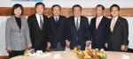 5당 대표 새해 첫 '초월회'…연동형 비례대표 설전