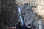 설경과 함께 한폭의 동양화 연출…영동 옥계폭포 '얼음기둥'