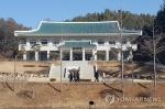 충북 맑은 휴일…유명산·유원지 행락객 '북적'